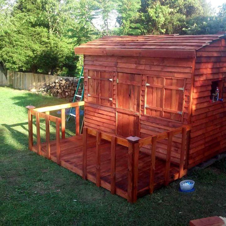 wooden pallet clubhouse or playhouse for kids