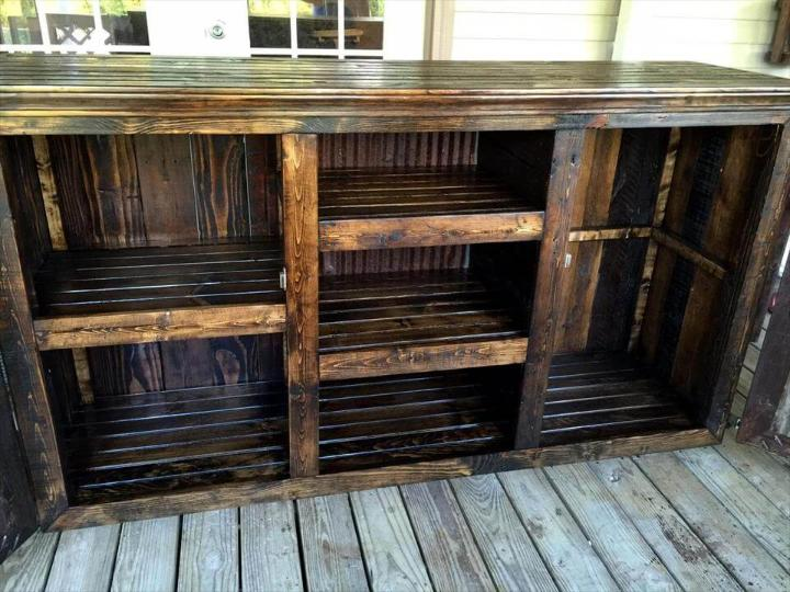 Rustic Styled Pallet Entertainment Center - Easy Pallet Ideas