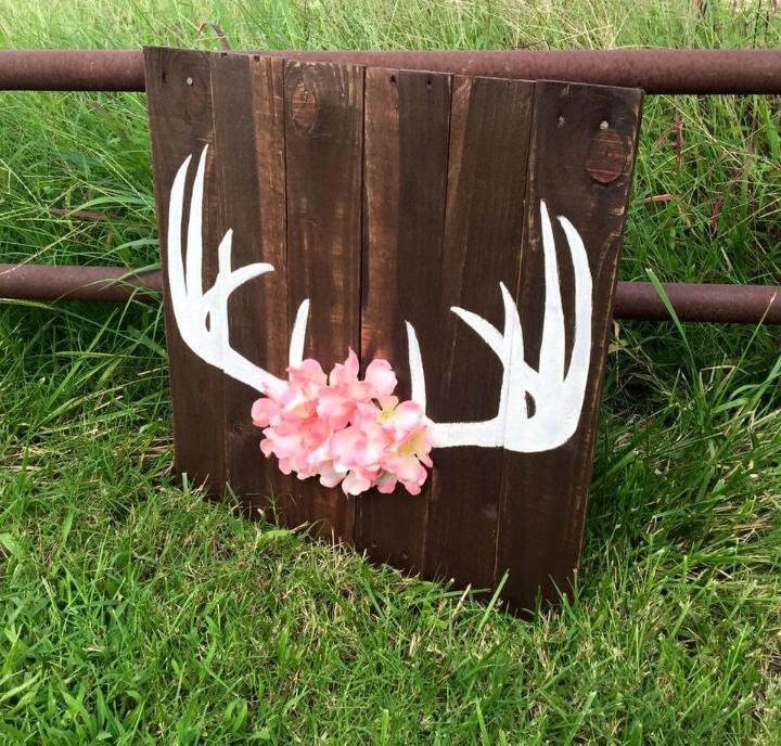 wooden pallet and white painted antlers wall art