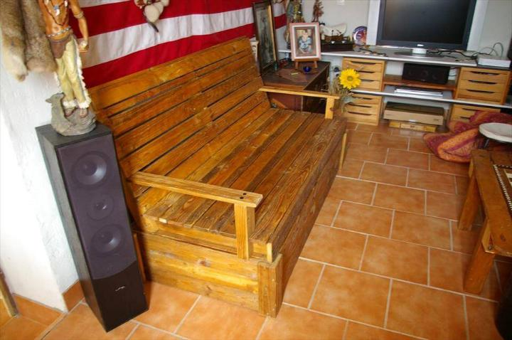 wooden pallet sofa seat