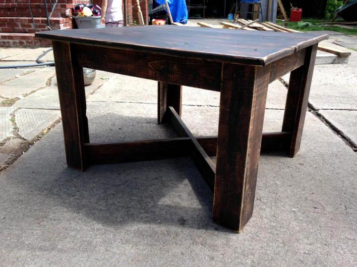 low-cost wooden pallet square top coffee table