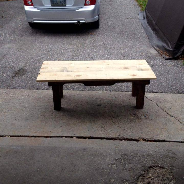 low-cost wooden oak and pine pallet table
