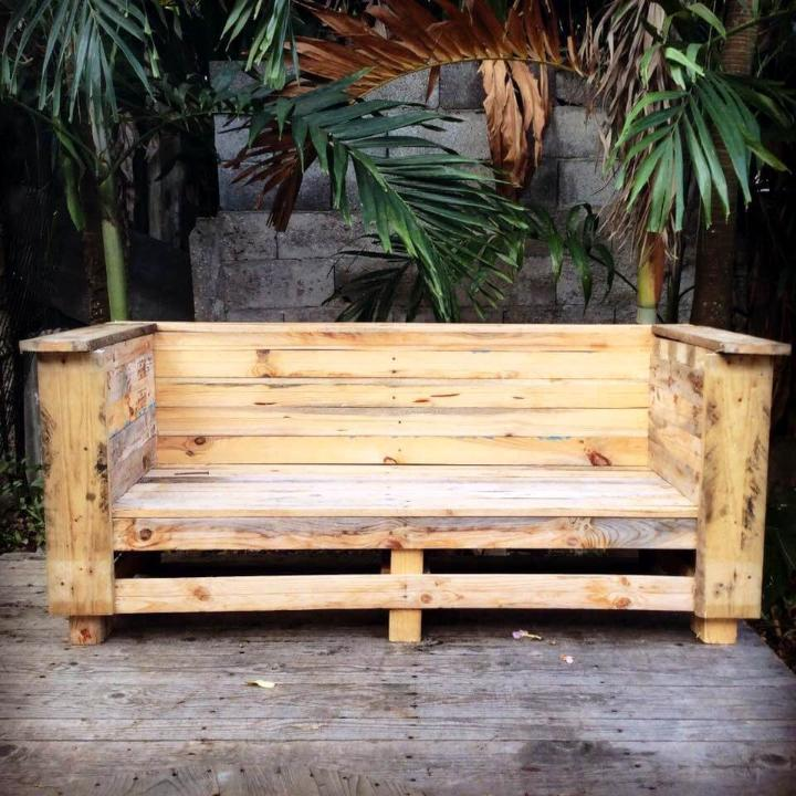 robust wooden pallet bench