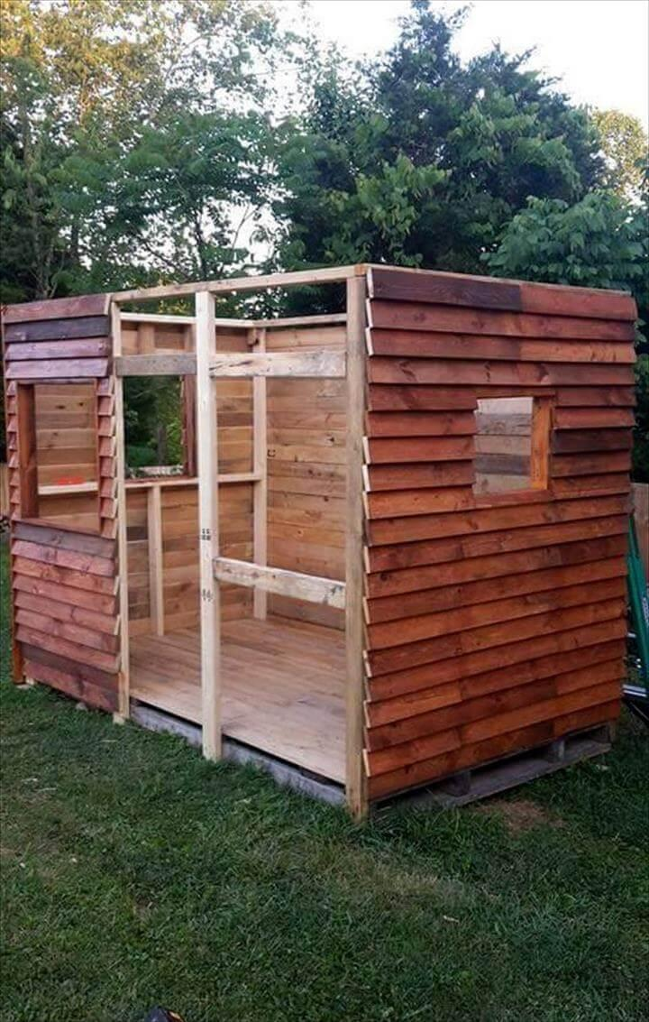 wooden pallet clubhouse or playhouse