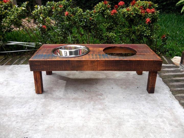 handmade wooden pallet dog feeder