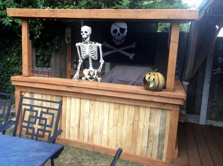 diy pallet backyard Halloween bar