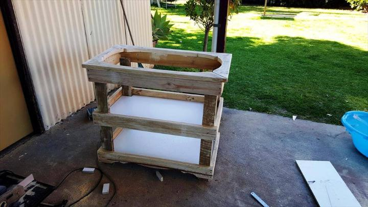 recycled pallet baby bath stand