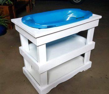 low-cost wooden pallet baby bath stand