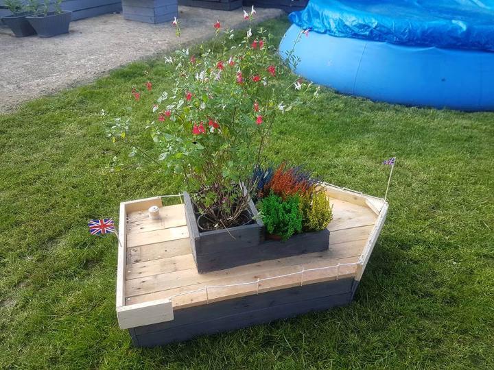 pallet boat planter