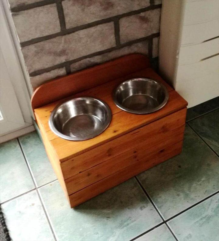 beautiful wooden pallet dog feeder
