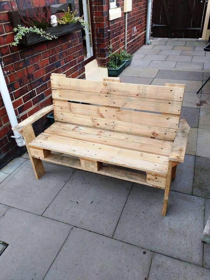 reclaimed pallet bench