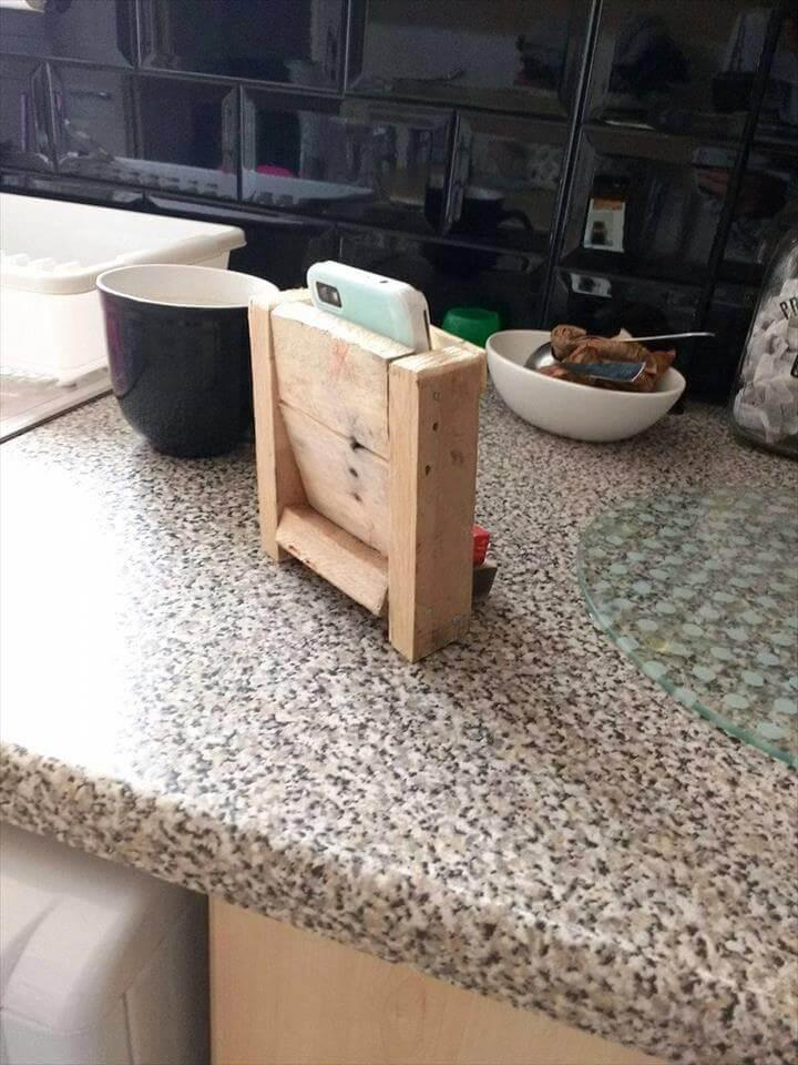 mobile holder made from pallets