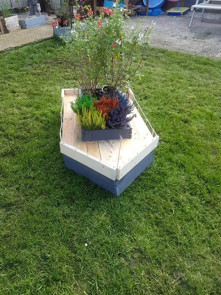 beautiful pallet boat planter
