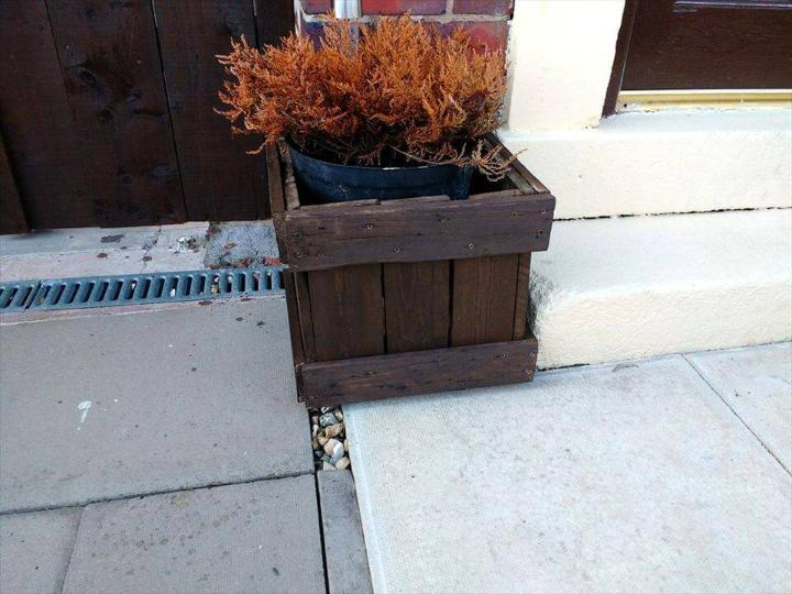 front door planter box made of pallets