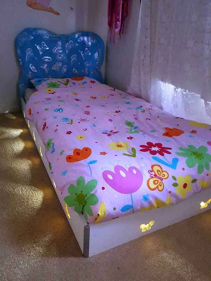 Pallet And Old Wood Toddler Bed With Lights Easy Pallet