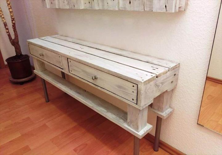 Wooden pallet entryway table with wall organizer