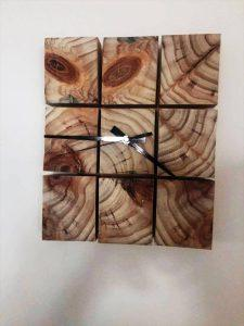 Art Style Pallet Table and Wall Clock