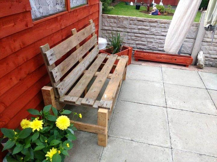 repurposed wooden pallet bench