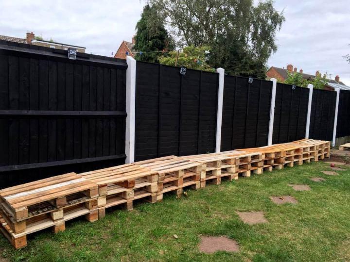 arrangements of pallets for natural bench