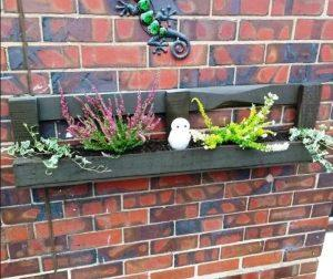 Easy Wall Mounted Pallet Planter Box