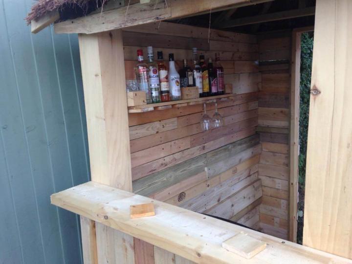 low-cost pallet outdoor bar