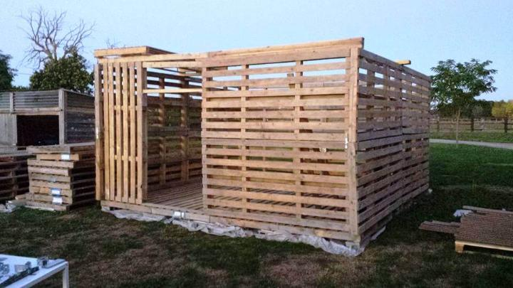 making a shed out of pallets