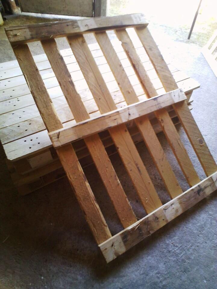 wooden pallet with removed back portion