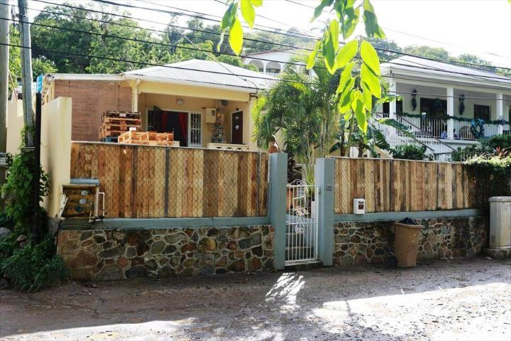 wooden pallet fence walls