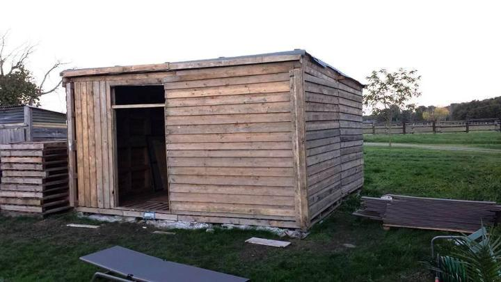 easy-to-build yet sturdy pallet garden shed