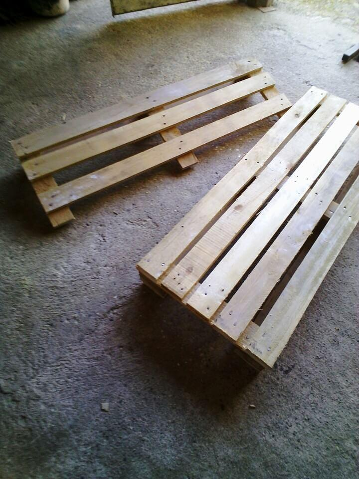 pallet-made berth and backrest positions of bench