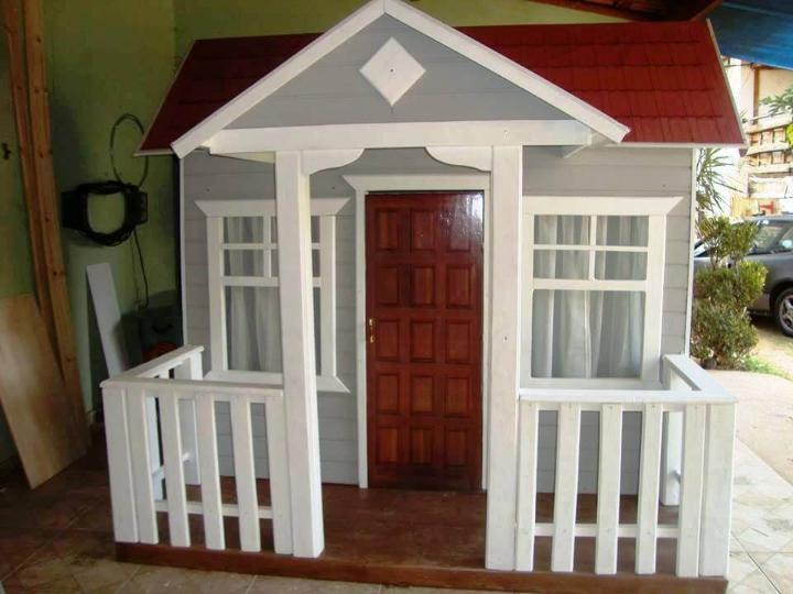 fancy pallet playhouse