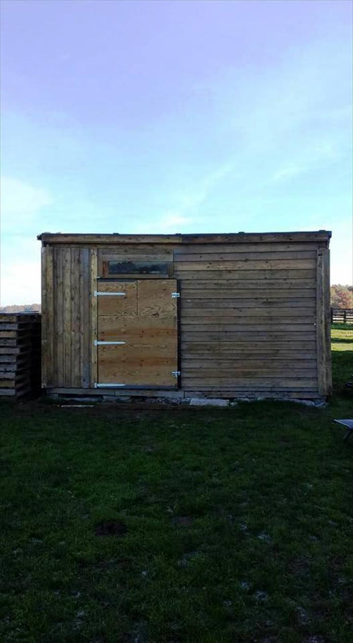 garden shed made from pallets
