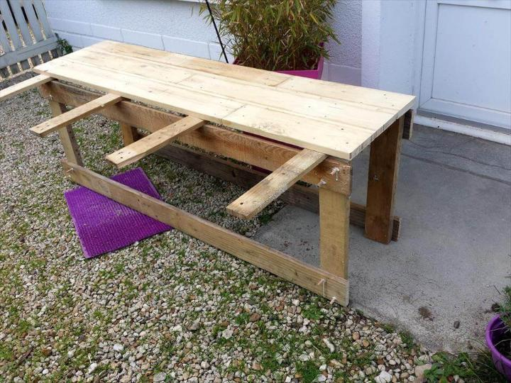 how to build a sturdy wooden pallet TV stand