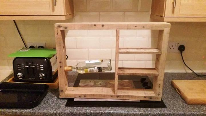 DIY pallet beverage bottle rack