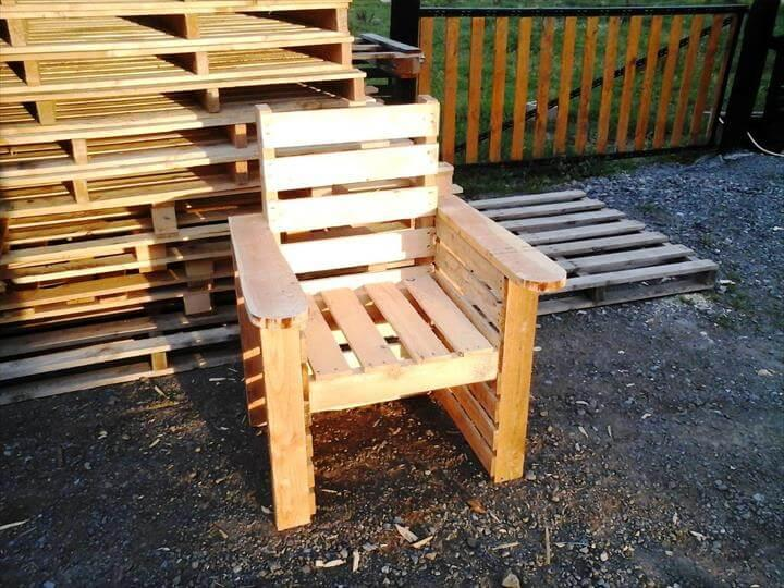 self-made pallet chair