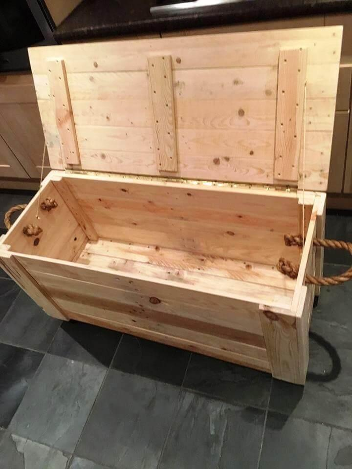 diy pallet chest from only pallets wood easy pallet ideas. Black Bedroom Furniture Sets. Home Design Ideas