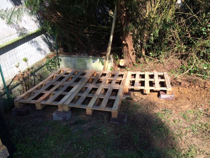 flooring up pallets for pallet shed base