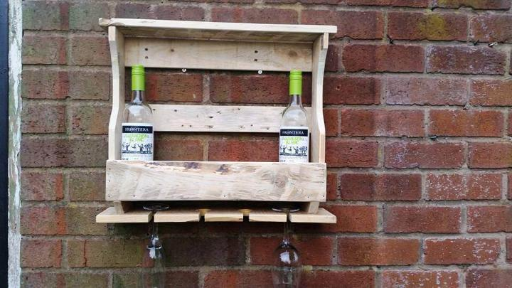 wall hanging pallet mini beverage bar