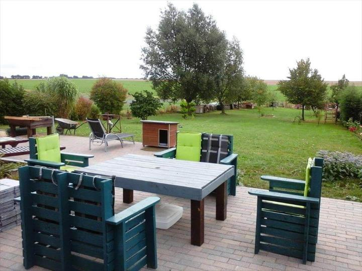 hand-built wooden pallet outdoor furniture