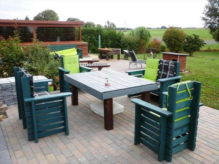 repurposed wooden pallet outdoor sitting set