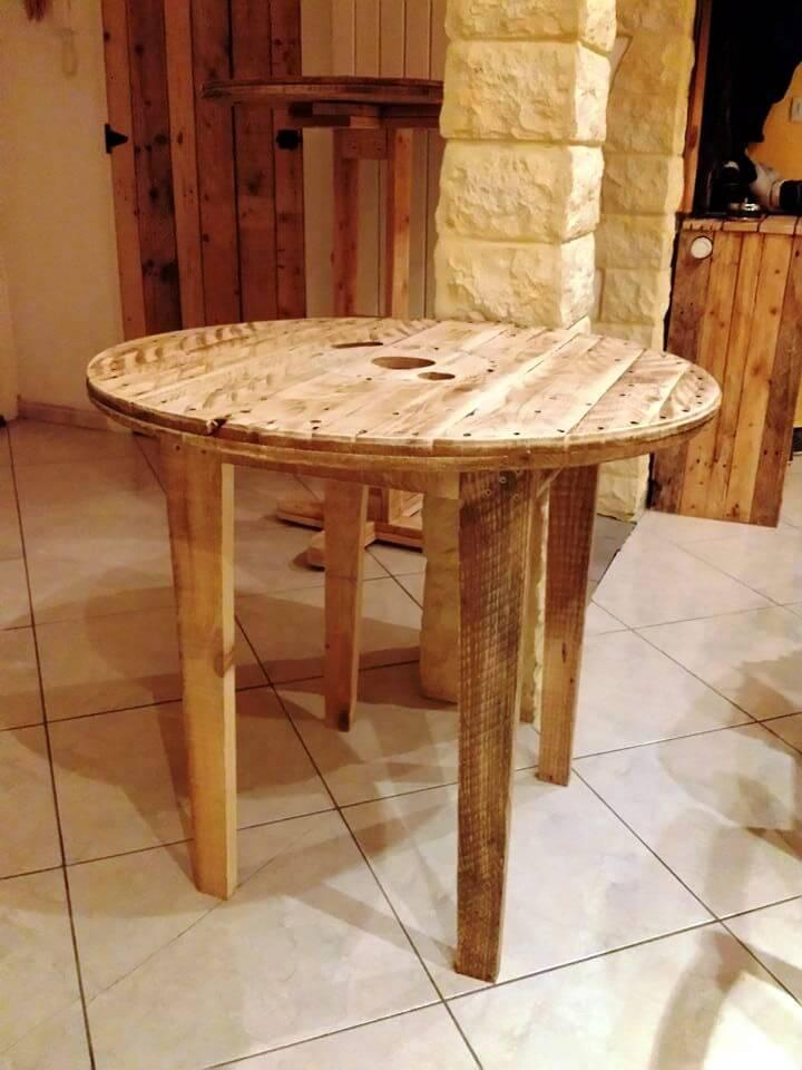 recycled pallet table with round spool top