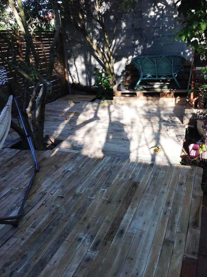 diy pallet terrace with small relaxation corner