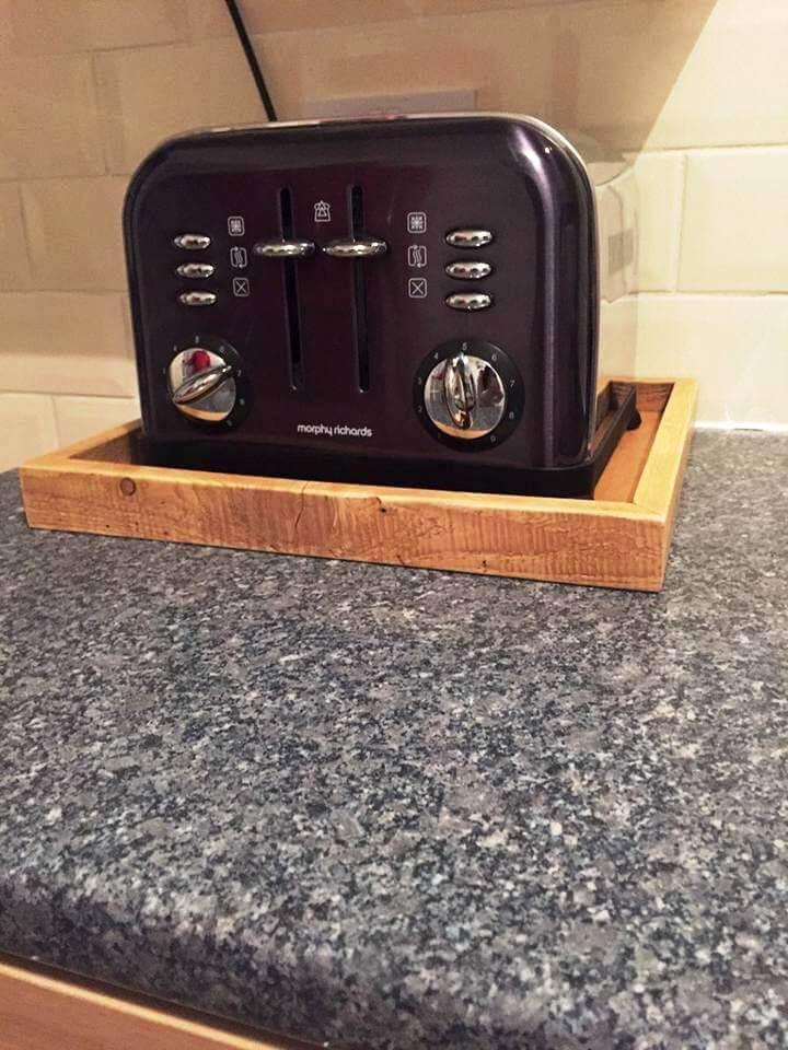 diy pallet toaster tray
