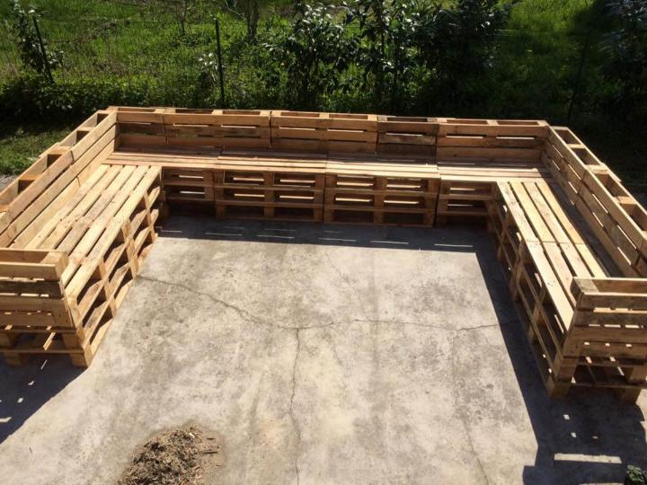 repurposed pallet U-shape outdoor sofa