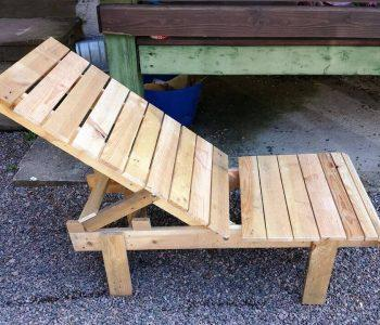 repurposed pallet outdoor lounge chair