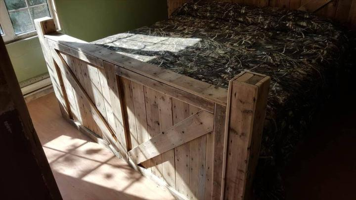 recycled pallet bed with headboard and footboard