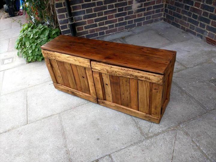 repurposed pallet shoes storage bench