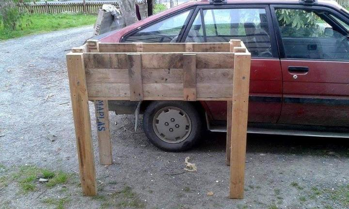 recycled pallet raised planter