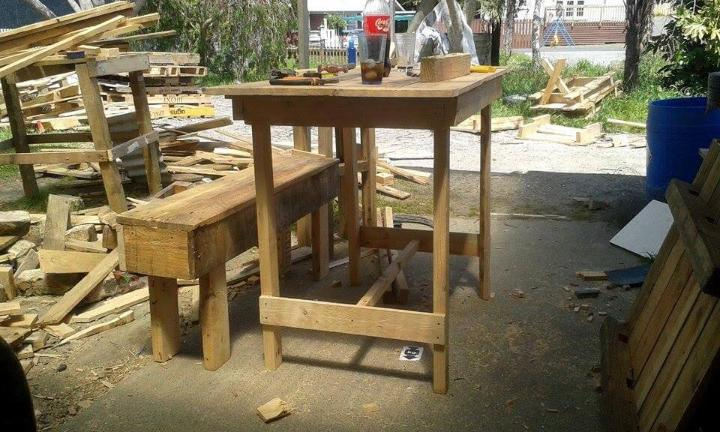 repurposed pallet table and bench set