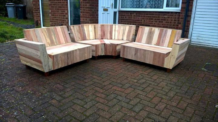low-cost yet stylish pallet sofa